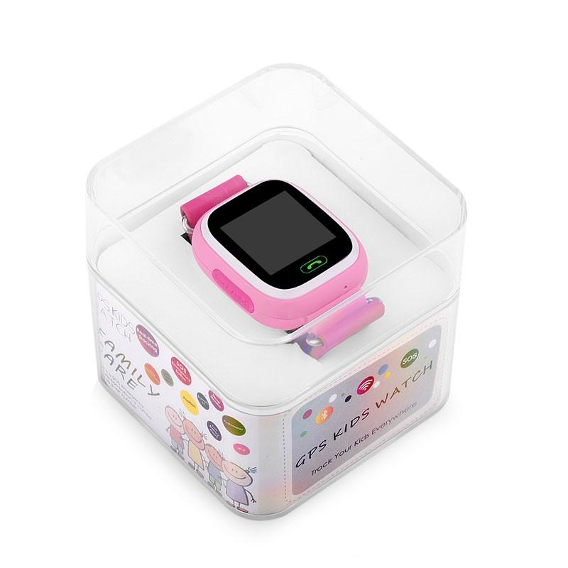 Благодаря тачскрину нет необходимости в большом количестве кнопок – теперь на детских часах кнопка всего одна – это кнопка sos, она же выполняет функцию кнопки включения, сброса звонка, активации дисплея.